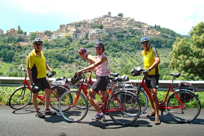 Group of cyclists on tour between Florence and Rome