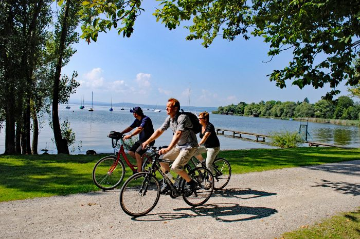 Cyclists at the bank of Lake Ammersee